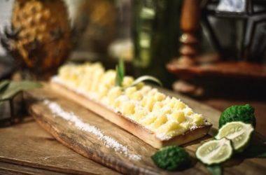 Tarte bio Ananas, Pâtisseries Huiles Essentielles, Géranium Framboise ©Photographie Delphine Delamain